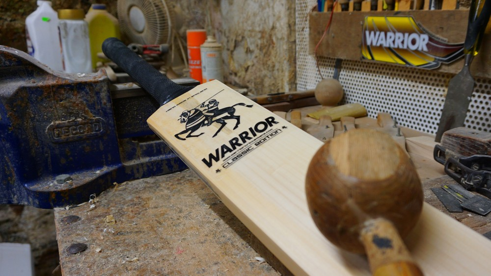 Cricket bat with knocking in mallet