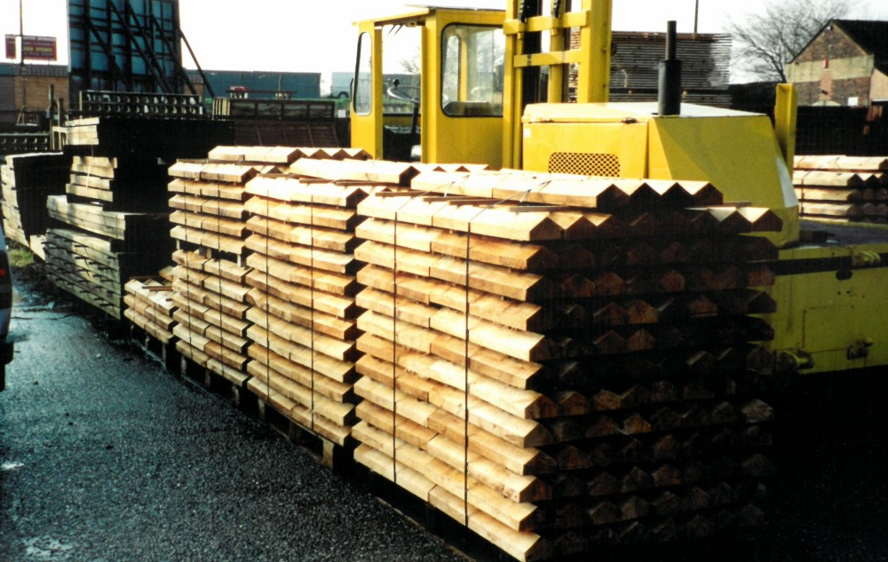 Pallets of English Willow clefts